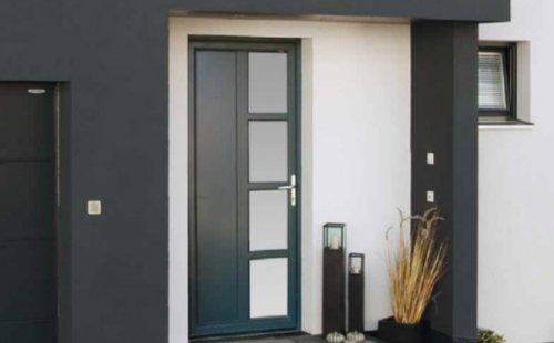 Pose d'une porte d'entrée PVC aluminium à Saint-Symphorien-d'Ozon et sa région.